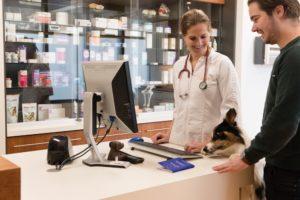 Persoonlijk contact met de klant en zijn huisdier zijn erg belangrijk bij Dierenartsenpraktijk Breukelen